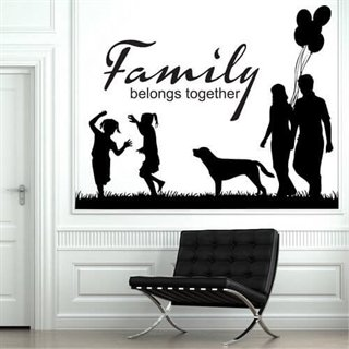 wallstickers med text family belongs together