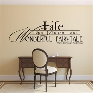 Väggdekor med engelsk citat – Life itself is the most wonderful fairytale